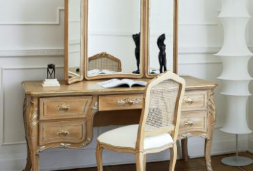 Luxurious Dressing table chair
